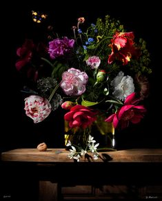 Is it a photograph or a painting? Dutch photographer Bas Meeuws creates still lifes that call to mind the paintings by the Dutch Masters of the 17th century. He photographs the flowers one by one and then digitally arranges them into a lush bouquet.