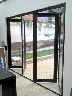 Resultado de imagem para portão de metal e vidro que abre para cima