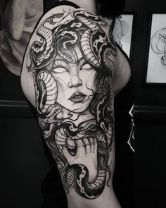 Learn more about tattoo styles and the work of Marquinho Soares - marquinhoandretattoo (Tattoo artist). Classy Tattoos, Dope Tattoos, Head Tattoos, Badass Tattoos, Finger Tattoos, Body Art Tattoos, Medusa Tattoo Design, Henna Tattoo Designs, Cute Tiny Tattoos