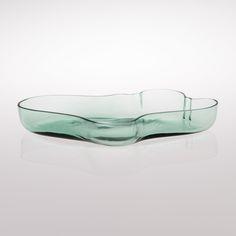 ALVAR AALTO ALVAR AALTO, DISH / BOWL. Karhula, late 1930s. Green glass. Height 5 cm, width 38.5 cm.