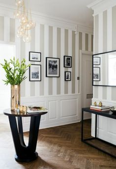 Ideen rund ums Haus wallpaper hallway ideas on beige stripes beautiful interior vase as decoration S Decor, Interior, Living Room Grey, Beautiful Decor, Home Decor, Grey Wallpaper Hallway, House Interior, Room Decor, Hallway Decorating