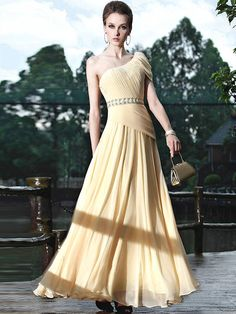 A beautiful dress make you dignified and elegant !