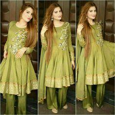 Naila looking super gorgeous wearing Mohsin Naveed Ranjha at her family get together. Shadi Dresses, Pakistani Formal Dresses, Pakistani Fashion Casual, Pakistani Wedding Outfits, Pakistani Dress Design, Indian Dresses, Indian Outfits, Pakistani Bridal, Stylish Dress Designs