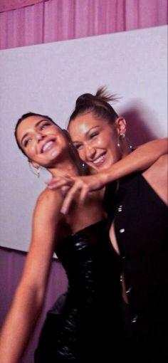 Kardashian Jenner, Kylie Jenner, Celebrity Best Friends, Teenager, Kendall And Kylie, Best Friend Goals, Friend Photos, Besties, Bestfriends