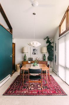 Green Dining Room, Dining Room Colors, Dining Room Walls, Dining Room Design, Eclectic Dining Rooms, Small Dining Rooms, Dining Room Feature Wall, Scandinavian Dining Rooms, Carpet In Dining Room