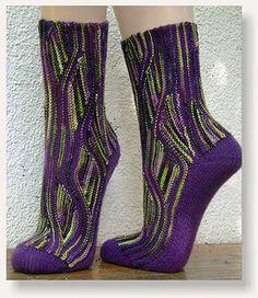 Amazing looking swing-socks! Knit Mittens, Knitting Socks, Hand Knitting, Knitting Patterns, Knit Socks, Crochet Socks Pattern, Knit Crochet, Knitting Short Rows, Cozy Socks