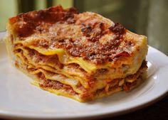 Lasagne all bolognese con il ragù di carne e pasta fresca all'uovo!
