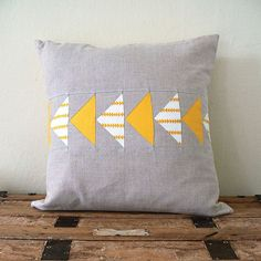 Flying Geese Pillow Cover in Yellow by Jenny Bartoy ~ Handmade Designs, via Stumbles & Stitches Sewing Pillows, Diy Pillows, Decorative Pillows, Bed Cushions, Quilting Projects, Sewing Projects, Sewing Crafts, Modern Quilt Blocks, Flying Geese Quilt