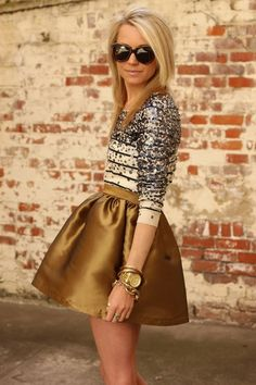 gold skirt :] love it but her way of standing=weird looks uncomfortable Estilo Fashion, Look Fashion, Fashion Beauty, Womens Fashion, Diy Fashion, Fashion Models, Street Style Outfits, Wedding Guest Style, Fall Wedding