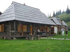 Romanian People, Traditional House, Gazebo, Outdoor Structures, Cabin, Culture, House Styles, Places, Outdoor Decor