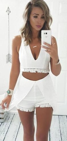 #summer #australian #trendy #outfits |  White Tassel Top + Shorts