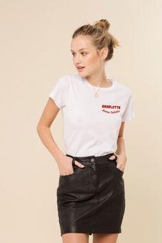 T-shirt en coton. Imprimé à la main et avec soin.  Col rond, coupe classique.