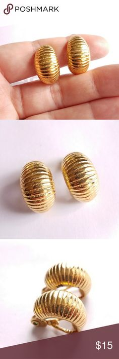 Classic vintage huggie earrings gold tone Monet Vintage gold tone huggie style earrings - clip backs - by Monet - from a smoke free home:)  KeyB8846momet9g6d Vintage Jewelry Earrings