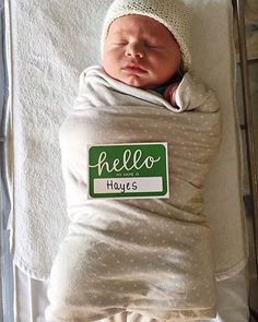 Oh, hello Hayes! Does this photo send anyone else into full blown baby fever?  I'm pretty sure I aww'ed out loud when I saw it. Is this the sweetest idea or what?! @mrsknoods x #sollyswaddle in #ajjforsollybaby | Solly Baby