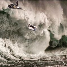 This is real perfectly timed photos, perfect timing, surfing, extreme sports, ocean Big Waves, Ocean Waves, Great Pictures, Funny Pictures, Beautiful Pictures, Fuerza Natural, Big Wave Surfing, Perfectly Timed Photos, Photo Grid