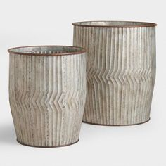 Hinted on Hintme: Bring a stylishly weatherworn touch to your indoor space with our metal storage bin, featuring rustic distressing, rivet details and a design inspired by vintage oak barrels. Cottage Style, Farmhouse Style, Farmhouse Decor, Farmhouse Kitchens, White Farmhouse, Rustic Decor, Modern Farmhouse, White Kitchens, French Farmhouse