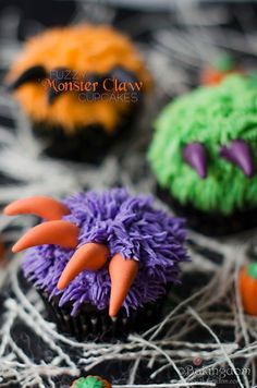 Fuzzy Monster Claw Cupcakes from Bakingdom. Fondant claws, grass tip for fur. Great for halloween or a boys monster party or monsters inc party Halloween Desserts, Hallowen Food, Postres Halloween, Soirée Halloween, Halloween Baking, Halloween Goodies, Halloween Food For Party, Halloween Birthday, Holidays Halloween