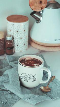 Coffee Cafe, Coffee Drinks, Coffee Shop, Coffee Mugs, Starbucks Coffee, Iced Coffee, Coffee Photography, Food Photography, Chocolate Cafe