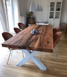 Esstisch aus Eichenholz-Altholz auf einem Tischgestell aus Beton | Holzwerk-Hamburg