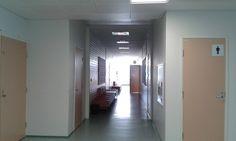 Kuva Koulutuskeskus Salpauksen 4. kerroksen käytävän toisesta päästä
