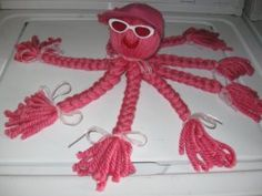 In need of kid's craft ideas?  This yarn octopus is a great way to get the entire family involved in crafting.  Make a cute octopus out of yarn and ribbons with this fun and easy project.