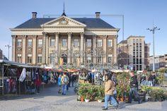 Markt rond het stadhuis van Groningen