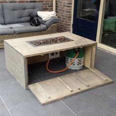 vuurtafel - Google zoeken Fire Pit Table, Diy Fire Pit, Fire Pit Backyard, Backyard Patio, Backyard Landscaping, Outside Furniture, Diy Outdoor Furniture, Pallet Furniture, Outdoor Tables