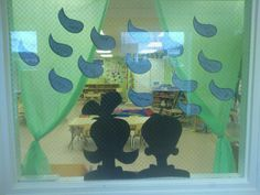 Dr seuss window. Scenes from the cat in the hat