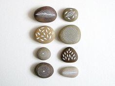 Lucht en aarde - collectie van 8 geschilderde stenen met de natuur geïnspireerd Designs - door Natasha Newton