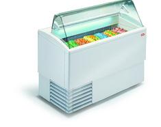 Eisvitrine, PUNTO 7R ST Schwingtür aus Plexiglas auf Bedienerseite, extra hohe Innenwanne für Eisbehälter H: 12 cm in doppelter Lage, gekühltes Reservefach zur kurzzeitigen Lagerung von Speise- eis, 4 Stk. Doppellenkräder Kapazität: 7+7 Eisbehälter 5 Lt. 36 x 16,5 x 12 cm übereinander stapelbar oder 11 Eisbehälter 4,75 Lt. 26 x 15,7 x 17 cm Kältemittel: R290 Temperaturbereich: -16°/-14°C Anschlusswert: 230 V / 820 W Abm.: 135,4 x 80 x 117,6 cm (BxTxH) Eiswannen gegen Aufpreis Outdoor Furniture, Outdoor Decor, Outdoor Storage, Container, Home Decor, Tub, Decoration Home, Room Decor, Home Interior Design