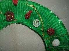 Preschool Crafts for Kids*: Easy Paper Plate Christmas Wreath Craft Turkey Crafts Preschool, Kindergarten Christmas Crafts, Christmas Activities, Christmas Crafts For Kids, Christmas Art, Christmas Themes, Holiday Crafts, Christmas Wreaths, Kindergarten Class