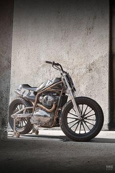'Twins FT': A Royal Enfield x Harris flat tracker - Bikes - Motorrad Racing Motorcycles, Custom Motorcycles, Custom Bikes, Flat Track Racing, Pinstripe Art, Flat Tracker, Drag Bike, Royal Enfield, Bobber