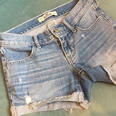 "Hollister Cutoff Denim Shorts size 00 xxs 23 waist Hollister brand denim shorts size 00 with a 23"" waist. 6"" rise and 3"" inseam shorts. Hollister Shorts Jean Shorts"
