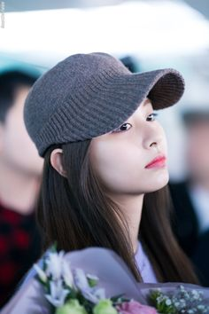 Find images and videos about twice, brown hair and airport on We Heart It - the app to get lost in what you love. Nayeon, You Funny, Really Funny, Funny Images, Funny Pictures, Tzuyu Twice, Dahyun, Meme Factory, All In One App