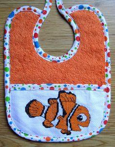 Baberos pequeños bordados a punto de cruz - Para personalizar a tu bebé