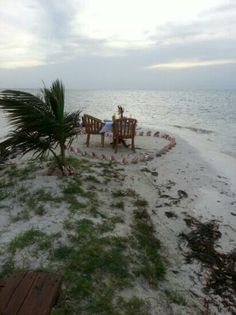 Hatchet Caye Resort: Private dinner set up on the beach area near the Lionfish Grill