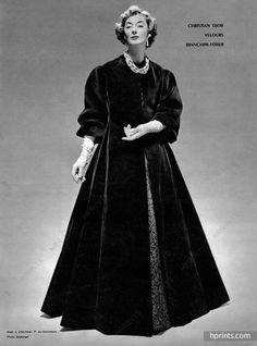 Christian Dior A/H Photo Seeberger. Couture Vintage, Vintage Fashion 1950s, Vintage Dior, Victorian Fashion, Vintage Style Outfits, Vintage Dresses, Christian Dior Vintage, French Fashion Designers, Velvet Fashion