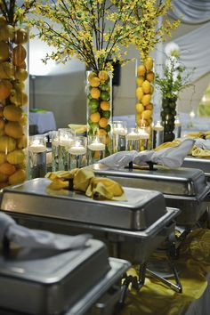 Presentation in a buffet style - All About DiyAndCraft Buffet Set Up, Styling A Buffet, Party Buffet, Buffet Tables, Catering Food Displays, Catering Buffet, Bar Deco, Deco Table, Brunch Party Decorations