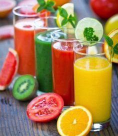 10 Juicing Recipes for Cleansing the Body of Toxins. Green Juicing Diet - Green Juice Detox Plan for Beginners. Juice The Complete Guide to Juicing for Weight Loss, Health and Life. Smoothies Detox, Smoothie Fruit, Smoothie Drinks, Detox Drinks, Healthy Smoothies, Healthy Drinks, Smoothie Recipes, Making Smoothies, Energy Smoothies