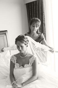 http://underthevintageveil.com/wp-content/uploads/2012/09/Moran_Stermer_Aislinn_Kate_Photography_DSC3270bw.jpg
