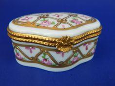Limoges-Hinged-Trinket-Box-Raised-Lattice-Design-Gold-Diamond-Pattern-Flowers