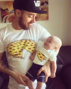Pizza Slice Dad Son Matching Shirts Family Outfits Whole Pizza 1 Slice Missing Daddy Daughter Dad und Baby Shirts Family Outfits Pizza Shirt 2 Artikel inklusive: 1 Adult T Shirt & 1 Baby Bodysuit oder Kids T Shirt * * * Vater Daughter Matching Shirts Father And Son Pizza, Father And Baby, Daddy And Son, Dad Baby, Dad Daughter, Father Daughter Shirts, Tee Shirt Papa, Tee Shirt Homme, T Shirt
