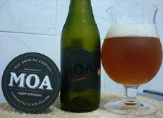 Cerveja Moa St Josephs, estilo Belgian Tripel, produzida por Moa Brewing Company, Nova Zelândia. 9.5% ABV de álcool.