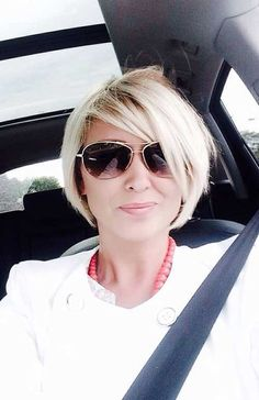 When it comes to fine hair, a shorter style is your best friend. But what is the most trendy and the best style for fine hair? Bob haircuts are the smartest choice if you have fine hair, because of… Best Short Haircuts, Short Hairstyles For Women, Diy Hairstyles, 2018 Haircuts, Mom Haircuts, Scene Hairstyles, Trendy Haircuts, Hairstyle Short, Hairstyles 2018
