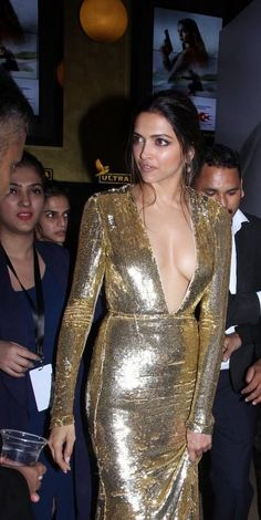 Deepika Padukone Posing Braless Luks Stunning Hot @ xXx India Premiere..