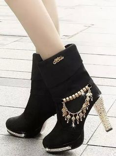 ed81e6bb038c Women s Bottine Stylish Rhinestones Decor Thick Heel Round Toe Metal  Pendant Platform Boots