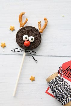 This Grinch Cake is So Adorable, Our Hearts Just Grew Three Sizes Easy Christmas Treats Ideas - Recipes for Holiday Treats to Make Easy Christmas Treats, Christmas Goodies, Holiday Treats, Simple Christmas, Holiday Fun, Christmas Time, Christmas Ideas, Christmas Desserts, Holiday Parties