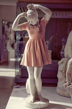 Pek Güzel Şeyler: Louvre Müzesi'nin Trendy Heykelleri