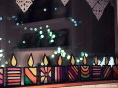 Silkkipaperista kynttilöitä ikkunaan
