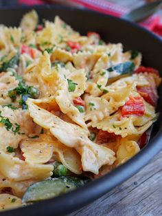 Pasta Salad, Potato Salad, Food And Drink, Potatoes, Dinner, Ethnic Recipes, Sport, Red Peppers, Crab Pasta Salad